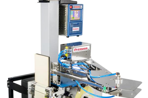 Etichettatrice ad alte prestazioni con etichette di grandi dimensioni (tipicamente formato A5).